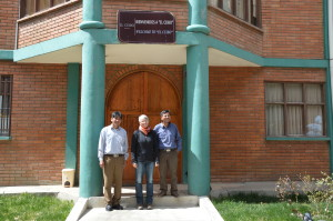 El Alto Don Rogelio, Don Hoved und Kerstin vor der El Ceibo Fabrik