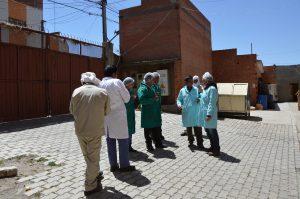 El Alto El Ceibo Gespräch am Pausenhof